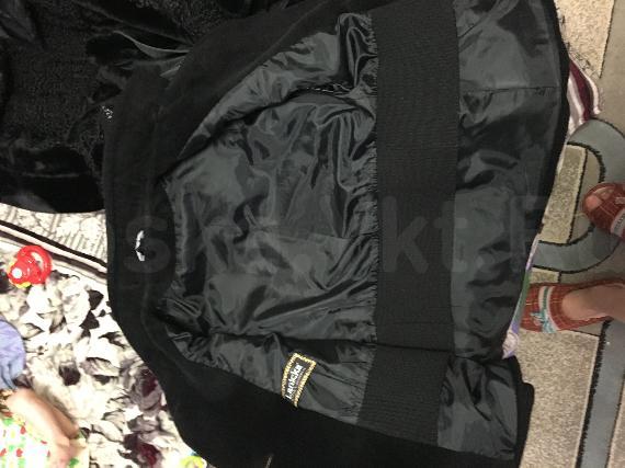 Продаю пальто  Пальто свободного покроя, черный цвет, 44 размер на параметры 164-88-96. Фирма Lanicka. Состав верха: шерсть-90%, Шелк-6%, Нейлон-4%. Подкладка: полиэстер-100%. Продаю в связи с тем, что после родов похудела. Пальто очень качественное! Возможно цена договорная. Подходит для беременных, очень теплое пальто и удобное. Самовывоз с центра. Пальто в идеальном состоянии. Продажа в связи с переездом за пределы Республики  Ватсапп 89644157572