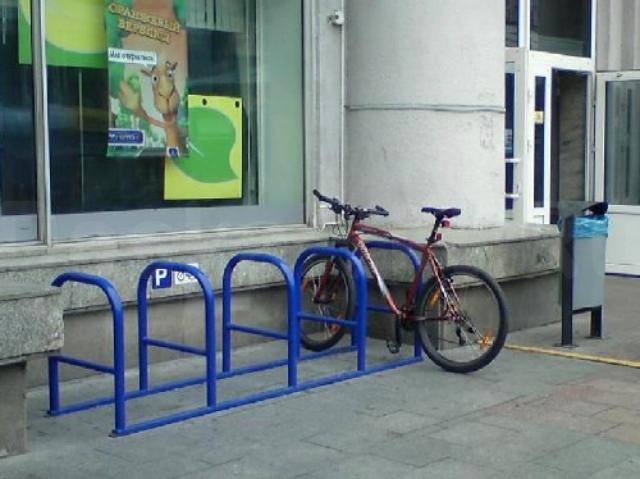 """Преимущества велосипедной парковки: Удобное расположение транспортного средства; Простое и быстрое использование; Противоугонная безопасность. Взвесив все преимущества, мы представляем 3 причины купить велопарковку у нас: - изготавливаем парковки лучшего качества; - доступен широкий ассортимент; - есть возможность индивидуального изготовления. -Возможна выездная работа. -Организация доставки, в том числе и в районы -Наличный, безналичный расчет, оплата по карте -Работаем в кредит через банки, а так же рассрочки платежа ао """"отп банк"""" и ООО хкф Банк"""". Генеральная лицензия №316. Бессрочная ООО """"Тимир Строй Сервис"""" - Первая и самая опытная компания в производстве подобных металлоконструкций, качество проверенное временем, гарантия. Собственная полноценная производственная база, офис в центре города к Вашим услугам Адрес: Стадухина 83/3г, 3 этаж, каб. 26 , 701948, 728-458, 43-20-60 Сайт: www.timir.ykt.ru ОГРН 1141447000859."""