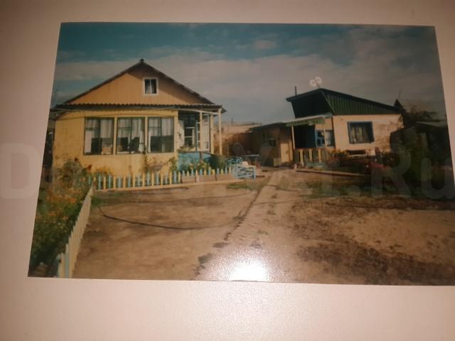 дом брусовой 6*6 требует ремонта, газ,городской телефон,гараж, небольшая баня, всё в собственности.