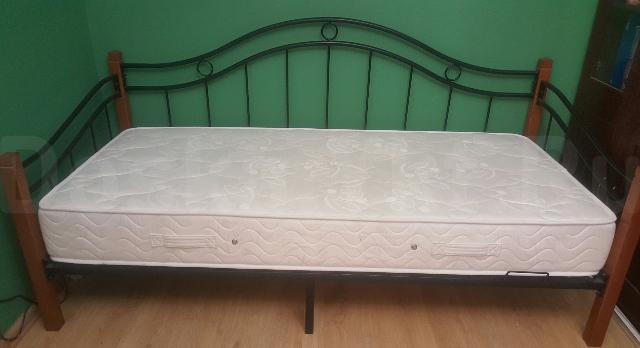 продаем почти новую кровать 90*200 с ортопедическим матрасом фирмы Ormatek (высота 22см).  Продаем почти новую кровать 90*200 с ортопедическим матрасом фирмы Ormatek (высота 22см).   Контактный телефон +7 924 661 0141, whatsup,  Цена-15000р.