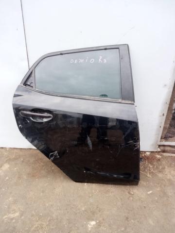 Продаю дверь боковая задняя правая на Mazda Demio Б\У  модель: DE3FS, DE3AS, DE5FS. ТОРГ