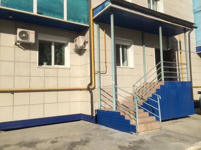 Сдаю в долгосрочную аренду офис 120 кв.м. ул.Петровского,19а, 1 этаж, отдельный вход с улицы, полный ремонт, интернет, тел., видеонаблюдение. 4 кабинета, +5-ый кабинет или кухня или переговорная, санузел, холл . Офисное здание (Петровского 19) стоит у дороги, вход в офис и сам офис находится сзади здания, территория под шлагбаумом, есть место для парковки. Мебель частично.