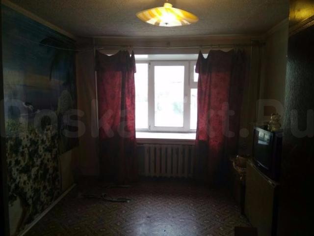 Продается комната в общежитие в центре города  В данное время делается ремонт замена линолеума и обоев. 2 этаж( есть возможность провести душ и санузел) Продажа от собственника Адрес Проспект Ленина 6 Торг есть. Помощь риэлторов не помешает