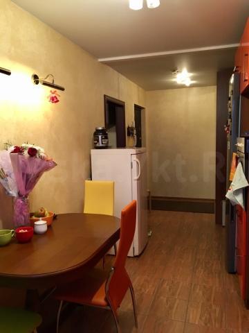 Продаётся 3-х комнатная квартира по адресу: Якутск, Ярославского 41, 3-й этаж. Рядом яфановская больница, регпалата, детский сад, Городская классическая гимназия, универсам 2. Квартира очень тёплая, светлая, с хорошей энергетикой. Дизайнерский ремонт, натяжные потолки, пол с подогревом, остеклённый балкон. 89159908606 (ватсап), 89142907133
