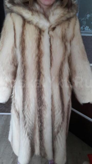Продаю красивую  енотовую шубу с капюшоном. Размер 44-46, на рост 170-175 Б/у 2 сезона. Состояние идеал. Цена 20.000  Реальному покупателю торг.