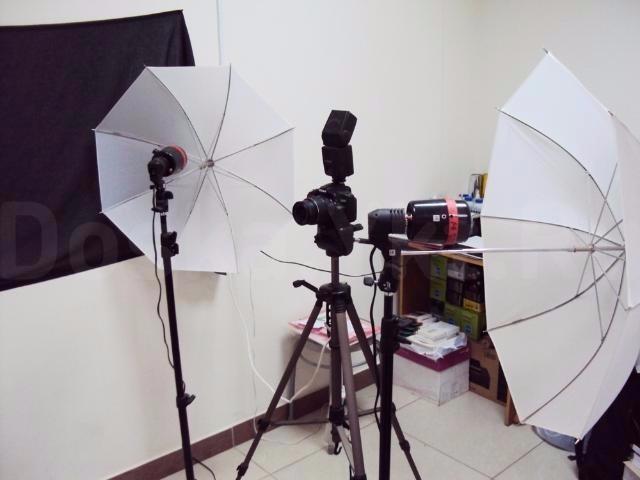 Срочно продаю действующий фотосалон-срочное фото в центре, рядом имеются туристические агенства(фото для виз), военкомат. В стоимость включены: цветной лазерный МФУ, ноутбук ПО, струйный принтер, ламинатор, зеркальный фотоаппарат, студийные фотовспышки, специальный матовый фотофон, карниз, штора, мебель, расходные материалы(бумага, чернилы, тонер, заготовки под магнит, брелки, тиснение и т.п.), инструмент для люверсов, профессиональный степлер, дырокол, монитор, сканер для фотопленок, резак, брошюровщик, баннеры на фасаде и заборе здания, штендер, +макеты, контакты постоянных клиентов. Площадь 11 кв.м., аренда всего 11 000 р. все включено, можно работать с 08:00 до 01:00, интернет бесплатный. без торга.