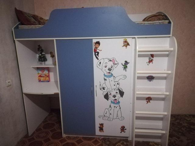 Продаю кровать-чердак с матрасом. В шкафу очень много места. Наклейки легко отлепляются.