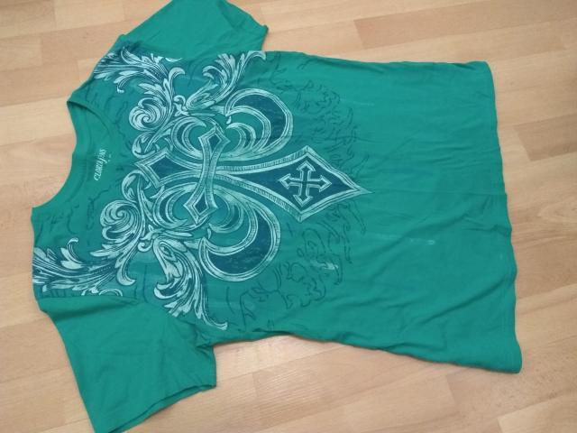 Продаю футболки в отличном состоянии размер M, все по 300 рб. Строго ватс ап. Центр