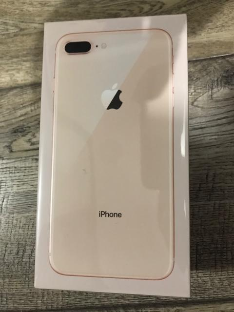 Продам НОВЫЙ IPHONE 8 PLUS GOLD 64 gb  Чек, гарантия все есть. Не активированный! Запечатаный!  Куплен за 62990 рублей   Продам за 58 т р без торга   89141097668