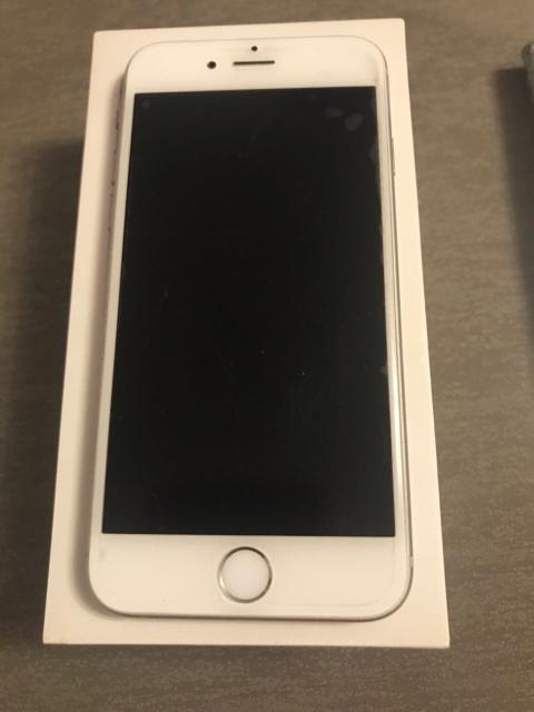 продаю iPhone 6s 64 gb , в комплекте 5 чехлов 1 чехол зарядник, наушники оригинал  новые, 5 новых пленок , 2 стекла, зарядка. цена без торга. состояние 5/5. тел. 89141104712