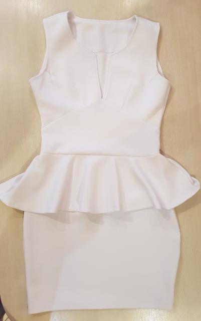 Продаю белое платье(материал тянется) размер 44-46 отлично сидит по фигуре за 800р