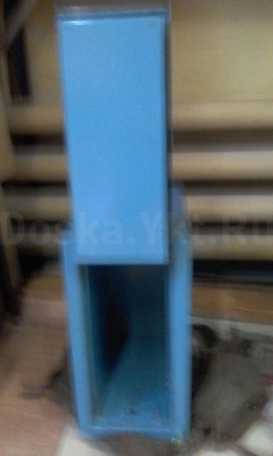 Сейф небольшой но тяжелый  размер наружний: 22х35х43, внутренний: 14х31х36 замок поворотный плюс ключ   .