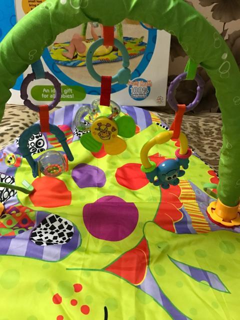 Детский развивающий коврик, с трём игрушками- погремушками в комплекте, 📦