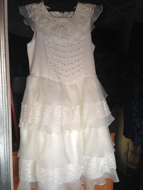 Белое платье на 4-6 лет  Красное платье на 5 лет