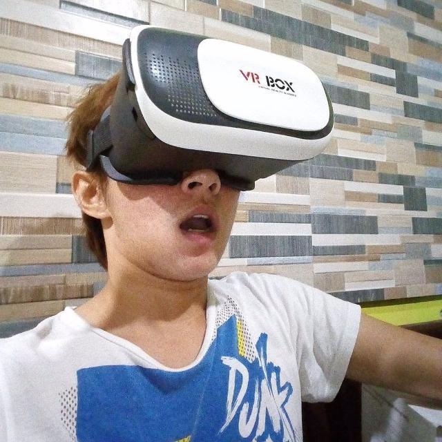 Виртуальные очки VR BOX 2.0 в Якутске! У нас акция! Скидка 73%! Гарантия самой низкой цены в Якутске! Купите сегодня за 780р! В центре Якутска! ЖМИ!  Откройте новые грани реальности вместе с очками VR BOX 2.0  🎮 Играйте в VR игры,  📹 Просматривайте трехмерные видео-ролики в YouTube,  👉 Наслаждайтесь 3D фильмами с эффектом присутствия,  👉 Подключайте смартфон к компьютеру и запускайте ПК игры в 3D режиме.   💥 Погрузитесь в мир Виртуальной Реальности прямо сейчас!   📌 ВОЗМОЖНОСТИ 3D очков VR BOX 2.0  ✅ VR игры  Путешествуйте по виртуальному миру игры и ощутите полное погружение в трехмерное пространство.  ✅ 3D фильмы  Смотрите фильмы в 3D формате на огромном экране в потрясающем качестве.  ✅ Игры на PC  Подключите смартфон к ПК по Wi-Fi или USB и играйте в игры в 3D режиме.  ✅ Видео 360 Просматривайте панорамные видео с эффектом присутствия.   💬 КАК ПОЛЬЗОВАТЬСЯ VR BOX 2.0  ➡ Скачайте на ваш мобильный телефон игру или приложение из Google Play, App Store или Windows Phone. Игры и приложения можно найти по запросам: vr, vr box, vr games, vr video и т.д.  ➡ Запустите игру или приложение на вашем смартфоне. При необходимости подключите геймпад (пульт) через Bluetooth и наушники к вашему телефону.  ➡ Установите ваш телефон в очки виртуальной реальности.  ➡ Для комфортного просмотра отрегулируйте оптические линзы 3D очков  ➡ Наслаждайтесь любимой игрой или видео   📲 СОВМЕСТИМОСТЬ VR BOX 2.0  3D очки подойдут для любой модели смартфона с диагональю экрана от 4,7 до 6 дюймов   ⭐ Купите VR BOX 2.0 сегодня за 780 руб! ⭐  🎮 Также в наличии VR-пульты на VR BOX 2.0 по цене 480 руб!   КОЛИЧЕСТВО ОГРАНИЧЕНО  🏢 Пункты и время самовывоза в Якутске: 🕚 Пн-Вс 11:00-18:00 (без перерыва и выходных) Пояркова 20, ТЦ Мясной двор, 2 этаж, м-н Полка сокровищ  Октябрьская 23, ТЦ Октябрьский, 3 этаж, м-н Своя полка  Мы в инстаграм: https://www.instagram.com/ykt.tovar/ Мы вконтакте: https://vk.com/ykt.tovar