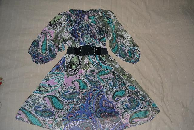 Продается  оригинальное платье GUCCI,  натуральный шелк, размер S, цена  5 000 рублей. Писать на ватсап 8 964 416 3385.