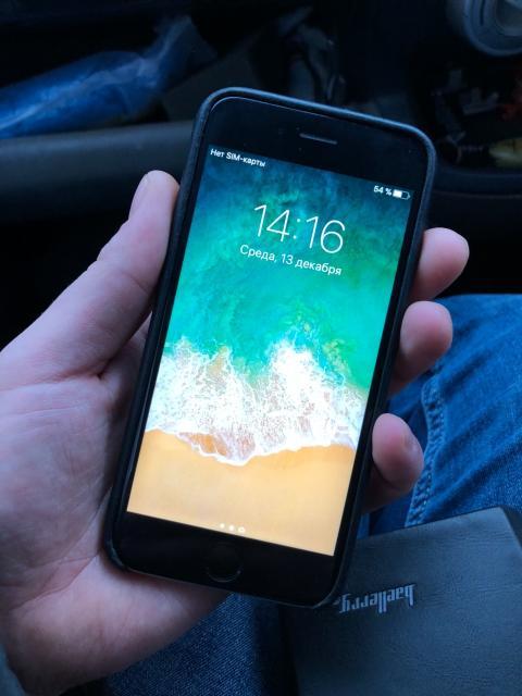 Продаю iPhone 6s 64g состояние отс в комплекте наушники торг
