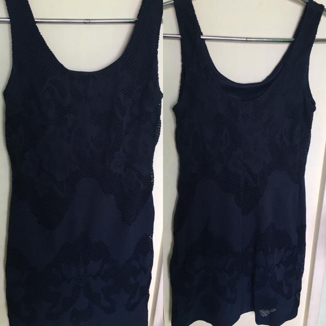 Продаю вечернее платье темно синего цвета 44-46размер. Пишите в ватсап