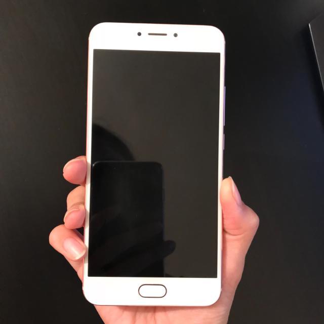 продаю телефон meizu MX6 (rose gold) в ОТС, внешний вид 4,5 из 5, быстрая зарядка Type-c, всё в комплекте, телефон находится в п.Нижний-Бестях, можем доставить до Якутска