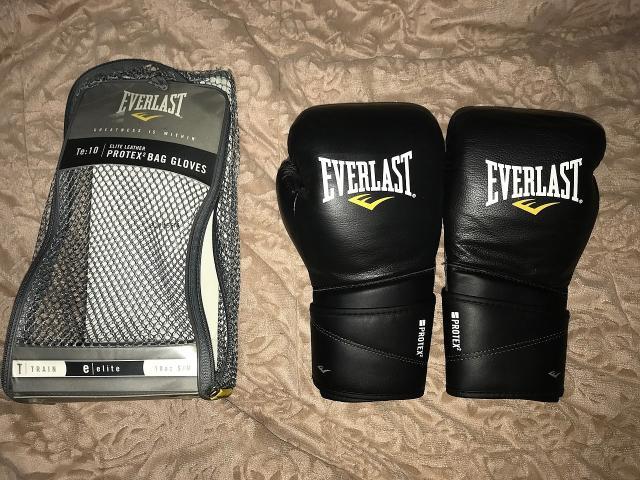Продаю боксерские перчатки Everlast Protex2 elite leather, размер S/M , в хорошем состоянии 5/5 хранятся в специальной упаковке,нигде не порваны, не ношенные. Писать желательно по WhatsApp