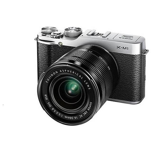 """Камера со сменной оптикой FujiFilm X-M1 Kit 16-50mm серебристый Корпус камеры со сменной оптикой FujiFilm X-M1 Kit сделан в ретро-стиле. На корпусе имеются специальные дужки для закрепления ремешка. Устройство оборудовано светодиодной подсветкой автофокуса. Вспышка камеры оснащена пружинным механизмом. Дисплей диагональю 3"""" поддерживает разрешение 920 000 точек. Соотношение его сторон – 3:2. Угол охвата равен 100%, а угол обзора составляет 170 градусов. Размер матрицы X-Trans CMOS камеры – 23,6х15,6 мм. Количество пикселей достигает 16.3 млн. Дисплей оснащен шарнирами, благодаря которым его можно наклонять на 180 градусов.  Фотокамера оснащена miniHDMI и USB-разъемами. В ней имеется функция автоматической фокусировки. Скорость, с которой происходит съемочный процесс, – 5,6 кадр/с. Wi-Fi-соединение обеспечивает синхронизацию фотокамеры с компьютером и возможность управления ею с помощью гаджетов. Камера FujiFilm X-M1 Kit работает от съемной батареи NP-W126. На корпусе прибора имеется панель управления, через которую настраиваются параметры фотосъемки."""
