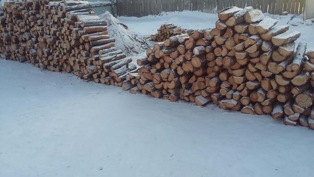 Продаю дрова листвяк сухой, сырой 50/50  перемешку доставка бесплатно Уаз бортовой 👍👍👍 т 89247610611