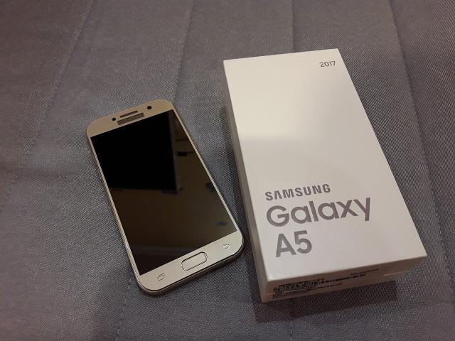 Продам отличный Samsung A5 (2017) Gold. На гарантии, чек. Установлено стекло. Цена 17т.р. Или обмен на Samsung S8 (c доплатой 15т.р.).