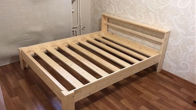 Прочные кровати из массива сосны. 1600 * 2000 по 6000 руб.