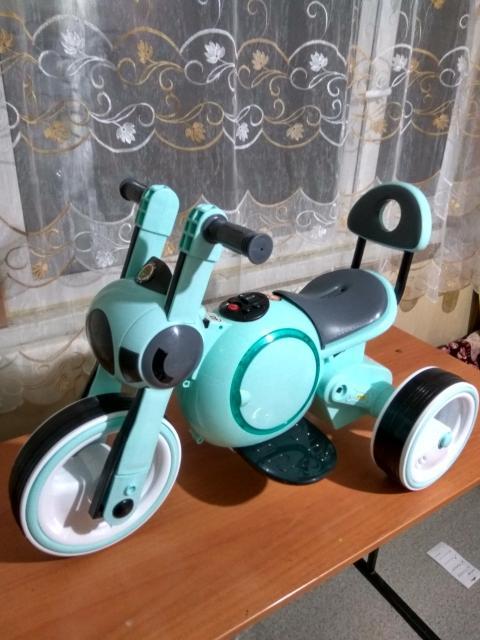 Продаю новый электромотоцикл на батарее. Детям от 1-5 лет. Нагрузка 30 кг. Скорость 4 км/час.