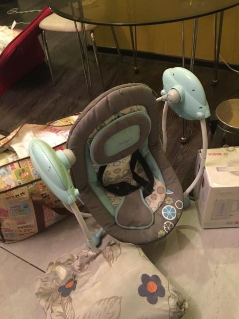 Автоматическая кресло качалка, работает от батарейки, отличном состояние, детям до 3 лет