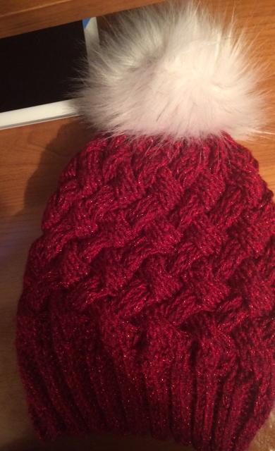 Продаю очень тёплые весенние шапочки а так же вяжу на заказ. Зелёная с помпоном 500 рб., красная с розовой по 800 рб.
