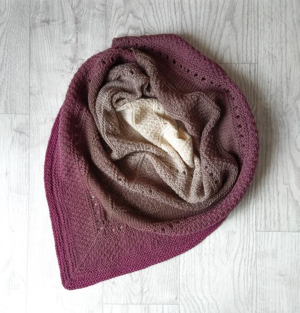 Продается платок-бактус из 100% мериносовой мягкой шерсти. Новый, связан вручную. Размеры: 155х70 см. При самовывозе - скидка.