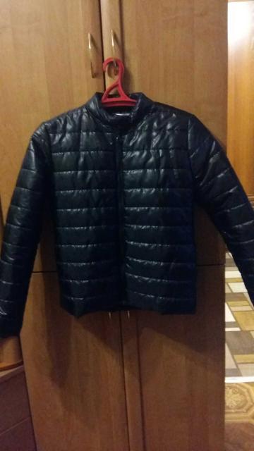 Продаю новую женскую куртку в связи с тем что не подошла по размеру. Размер 42-44.