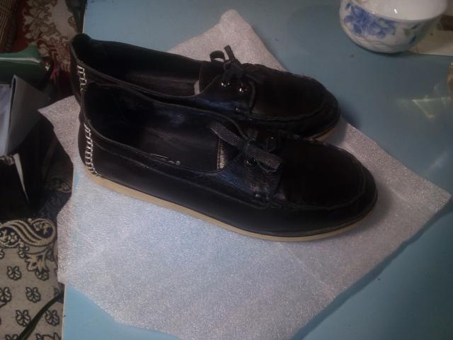 Мокасины кожаные. Ношены около месяца.Состояние отличное. Подошва не подтерта. Кожаные шнурки+матерчатые шнурки. Сезон: кроме зимы. Очень удобные и приятные на ощупь. Возраст:любой. Размер:33,34