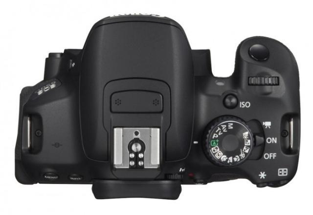 Высококачественная камера EOS начального уровня. Первый выбор для тех, кто начинает свои приключения в мире цифровых зеркальных фотокамер.  Идеальная камера для первого опыта в мире изображений EOS. 18-мегапиксельный датчик камеры EOS 650D прекрасно подходит и для съемки фотографий, и для съемки видео в формате Full HD. Сенсорный ЖК-экран с переменным углом наклона Clear View II делает съемку еще более удобной.  Преимущества  Датчик APS-C CMOS с 18,0 млн пикселей Видео в формате Full HD с ручным управлением и непрерывной автофокусировкой Серийная съемка 5 кадров/с Сенсорный ЖК-экран с переменным углом наклона Clear View II ISO 100 12800 с возможностью расширения до ISO 25600 9-точечная система автофокусировки по широкой зоне Встроенный передатчик для вспышек Speedlite.