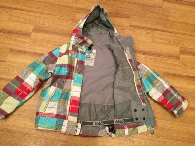 Продаю куртку для длительных прогулок и занятия зимними видами спорта на 8-11 лет, на современном облегчённом утеплителе, современный заменитель пуха, в отличии от него не промокает, защищает от ветра, пропускаем влагу от тела, тело остаётся сухим и тёплым, в отличном состоянии