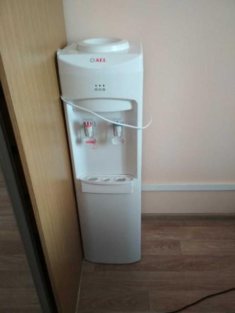 продам кулер в хорошем (рабочем) состоянии, работает только холодная вода