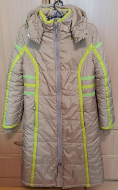 Продаю синтепоновое пальто размер 40 рост 158 (на 12-14 лет), фирма Юнистайл (Россия), в хорошем состоянии.