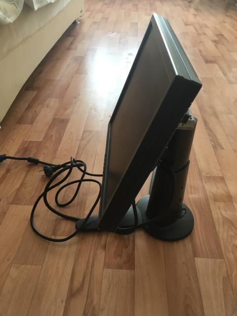 Продаю монитор и клавиатуру (мышка в подарок)