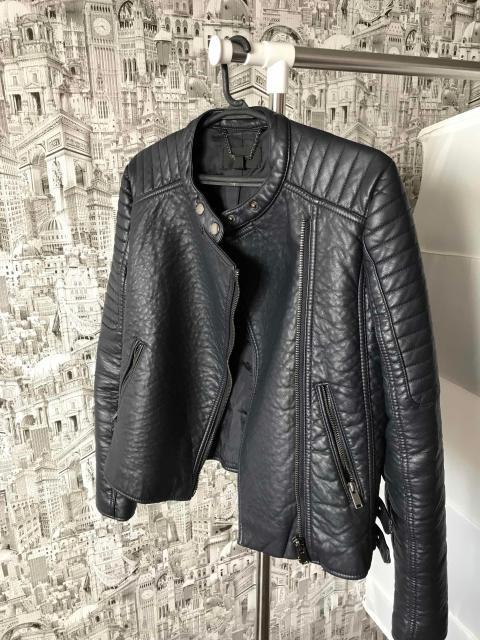 продаю тёплую женскую куртку-кожанку Mango, размер EUR XS. торг возможен