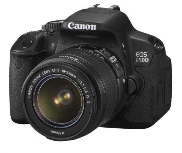 Высококачественная камера EOS начального уровня. Первый выбор для тех, кто начинает свои приключения в мире цифровых зеркальных фотокамер.  Идеальная камера для первого опыта в мире изображений EOS. 18-мегапиксельный датчик камеры EOS 650D прекрасно подходит и для съемки фотографий, и для съемки видео в формате Full HD. Сенсорный ЖК-экран с переменным углом наклона Clear View II делает съемку еще более удобной.  Преимущества  Датчик APS-C CMOS с 18,0 млн пикселей Видео в формате Full HD с ручным управлением и непрерывной автофокусировкой Серийная съемка 5 кадров/с Сенсорный ЖК-экран с переменным углом наклона Clear View II ISO 100 12800 с возможностью расширения до ISO 25600 9-точечная система автофокусировки по широкой зоне Встроенный передатчик для вспышек Speedlite.  Состояние идеальное. Все в комплекте в том числе коробка, документы, сумка, флешка итд.
