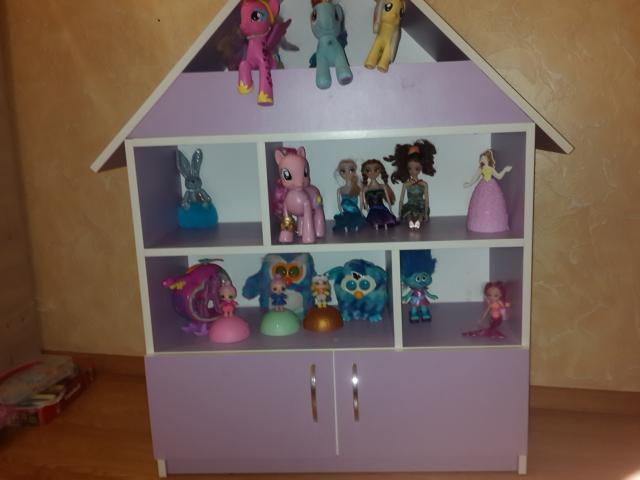 домик для игрушек ( высота 120см, ширина 80см, глубина 30см.)