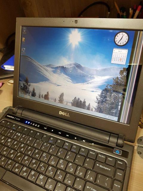 Dell vostro 1220 В комплекте с зарядником, сумкой и коробкой с документами. Есть косяк с монитором, но не мешает работе. Подойдет для школьников или студентов.