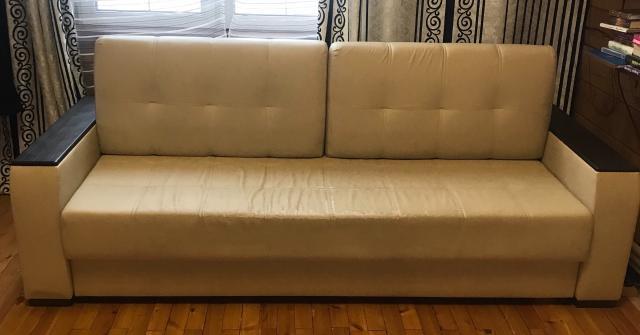 Продаю диван из экокожи, размеры длина 240см, глубина 100см, спальное место 200смх160см, материал экокожа, цвет бежевый, с подлокотниками цвета венге, 2 подушки. Очень вместительный и удобный. Кожа Чистая и ухоженная. Состояние хорошее. Самовывоз.
