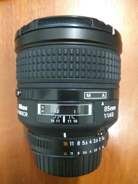 Продаю светосильный фикс объектив Nikon 85mm, f/1.4D, состояние отличное.