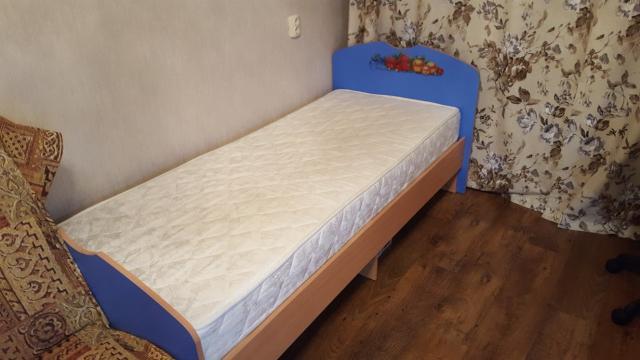 Продаю кровать в хорошем состоянии с новым матрасом, 190x80 см