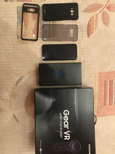 Samsung galaxy s8 Коробка полный комплект, 3 чехла(1 оригинал самсунг) в подарок vr samsung gear( очки виртуальной реальности)  СОСТОЯНИЕ 10/10