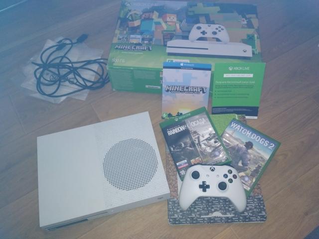 *Продам игровую приставку Xbox ONE 2017г.в. white 500GB в идеальном состоянии полный комплект, коробка, доки, 1 джой, 2 диска, куплен весной 2017г. Мвидео. Цена 20.000тыс.
