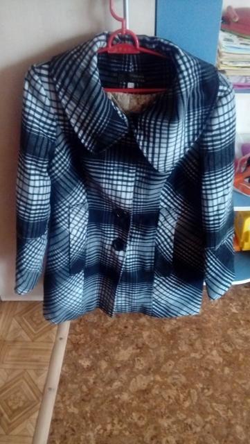 Продаю пальто женское в хорошем состоянии или обменяю на продукты.  Размер 48.
