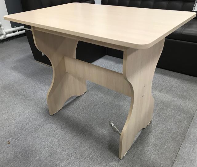 Стол кухонный, новый в упаковке, размер: длина -90 ширина-60, цвет: кремовый, цена 3000 руб., доставка в черте города до подъезда бесплатно, оплата при доставке. Whatsapp.Обр:89141108436